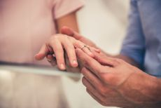我的结婚戒指不是钻石,而是比利时魔星钻