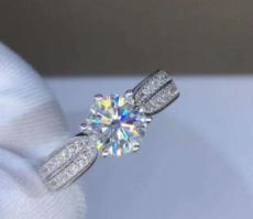 一枚1克拉d色的钻戒需要多少钱?