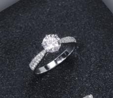 定制求婚戒指20裸钻算小吗?